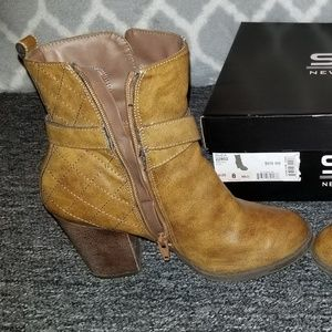 SM New York Shoes - Boots 💚